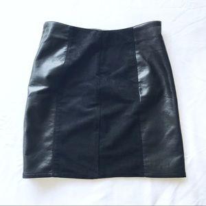 🔹 H & M Black Leather Paneled Mini Pencil Skirt